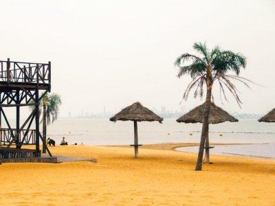 La Playa Mboi Ka`ê hermosa, serena y muy bulliciosa en verano